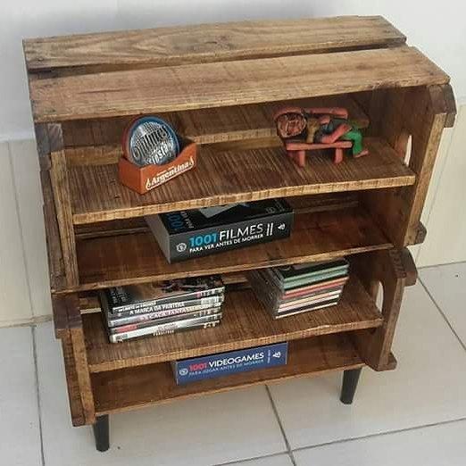 estante de livros feita com caixote