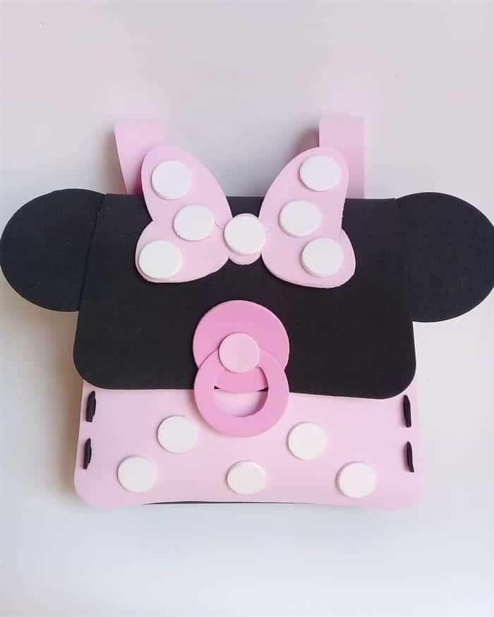 Mochilinha da Minnie baby rosa feita de EVA