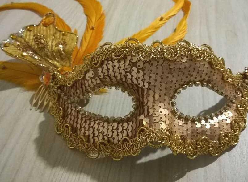 mascara de carnaval dourada