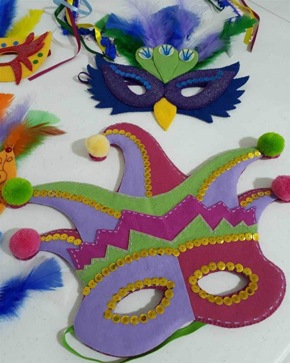 mascara de carnaval em feltro