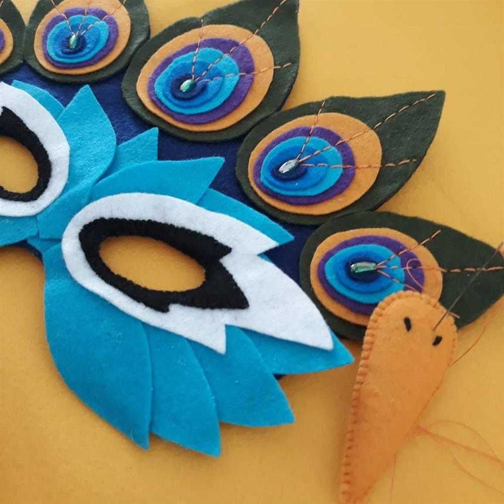 mascara azul de feltro