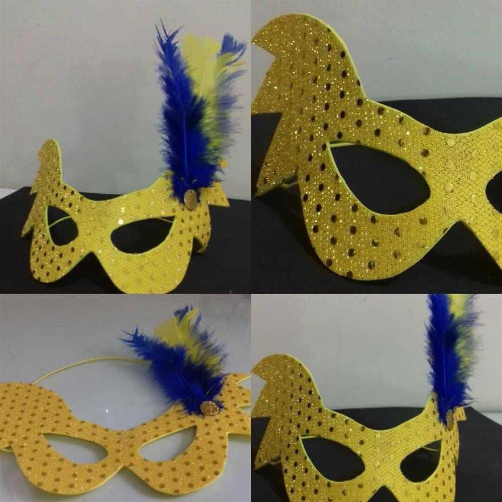 mascara com tecido dourado