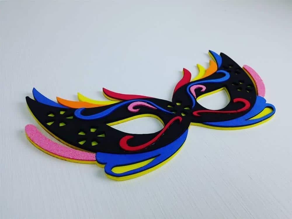 mascara colorida