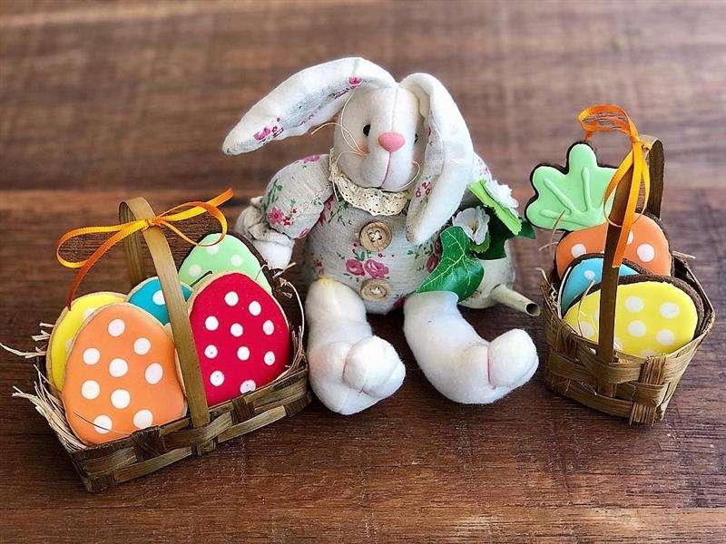 cestinhas com biscoitos decorados
