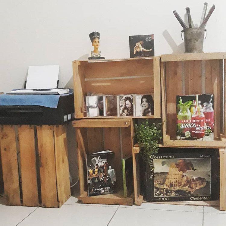 decoração de sala feita com caixotes