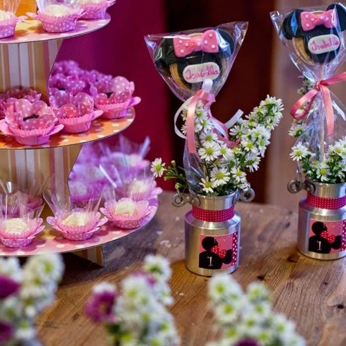 Lata personalizada com flores e pirulito da Minnie rosa