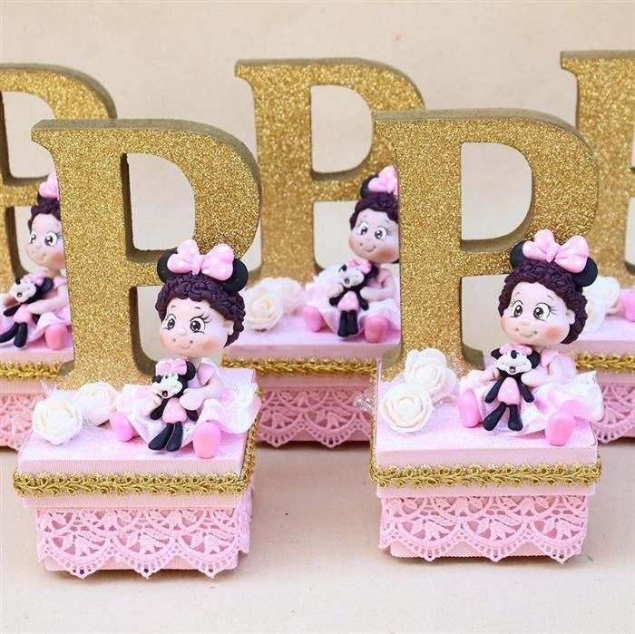 Caixa acrílica luxo decorada com bonequinha de biscuit