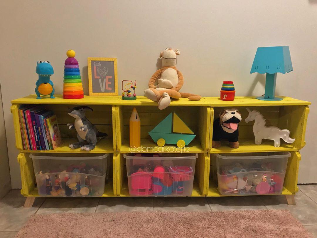estante organizadora para brinquedos feito com caixote