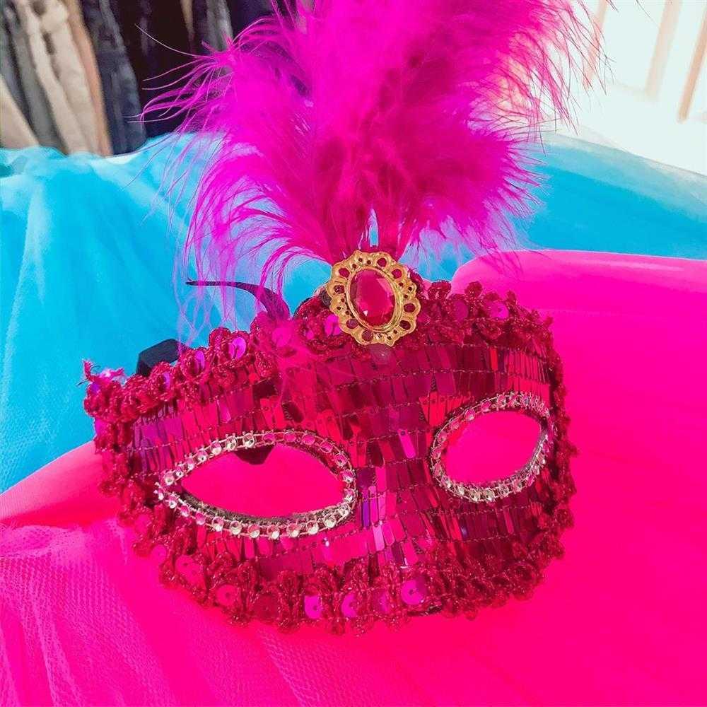 mascara rosa decorada