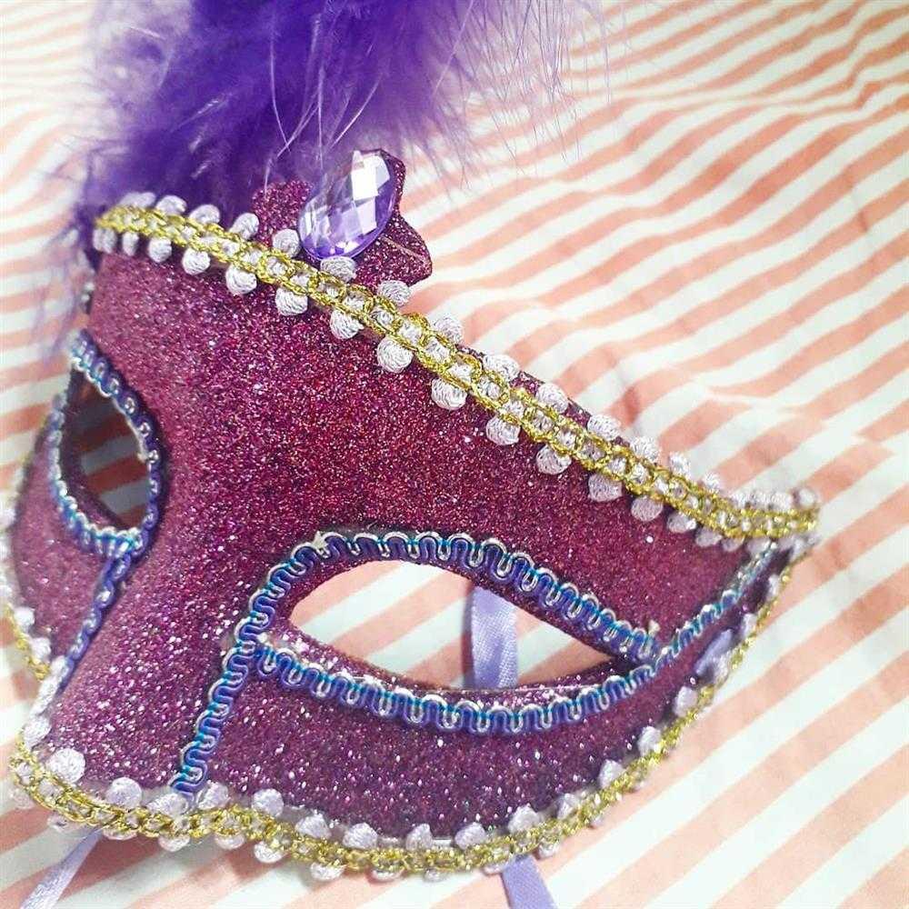 mascara decorada com glitter