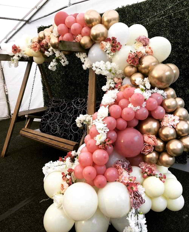 decoração de balões de arco desconstruído