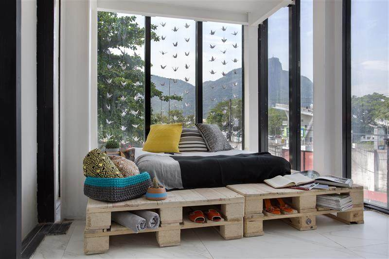 Cama com base de pallets