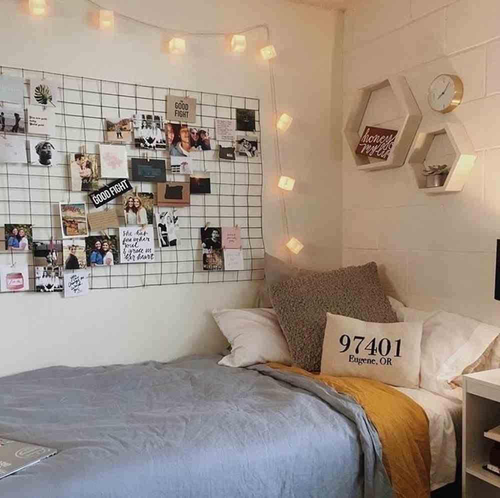 cantinho de momorias perto da cama