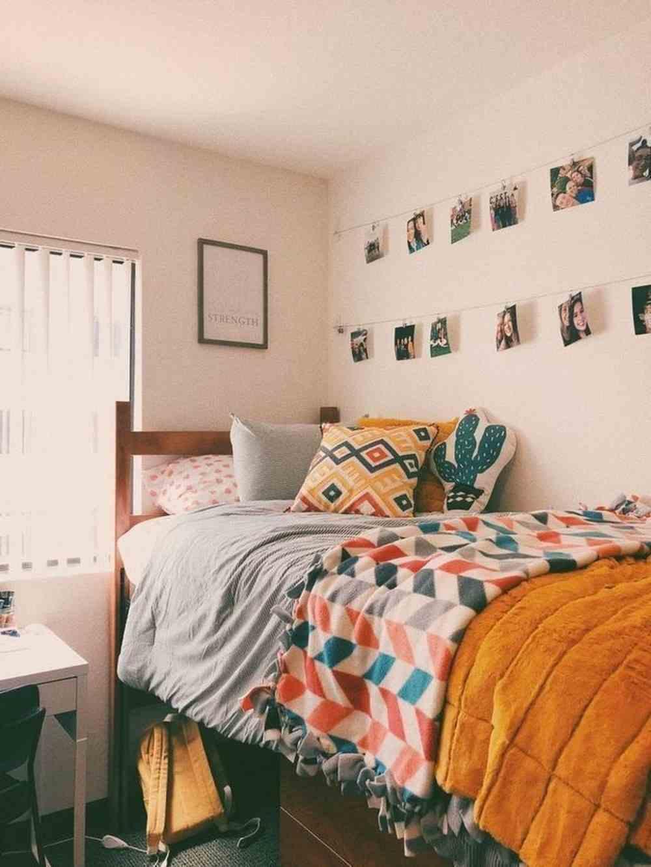 varal de fotos perto da cama