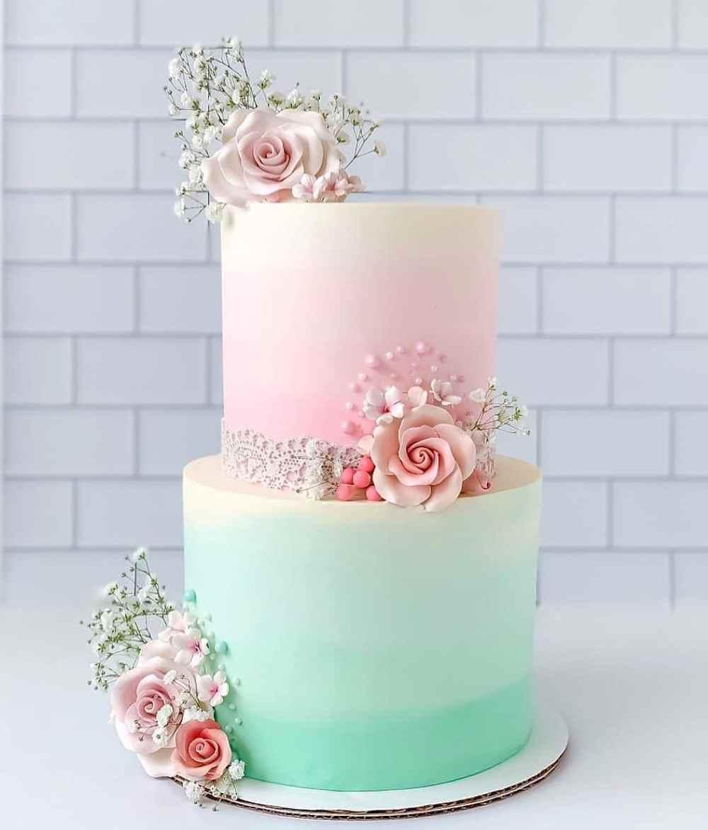 bolo de noivado com flores verde e rosa