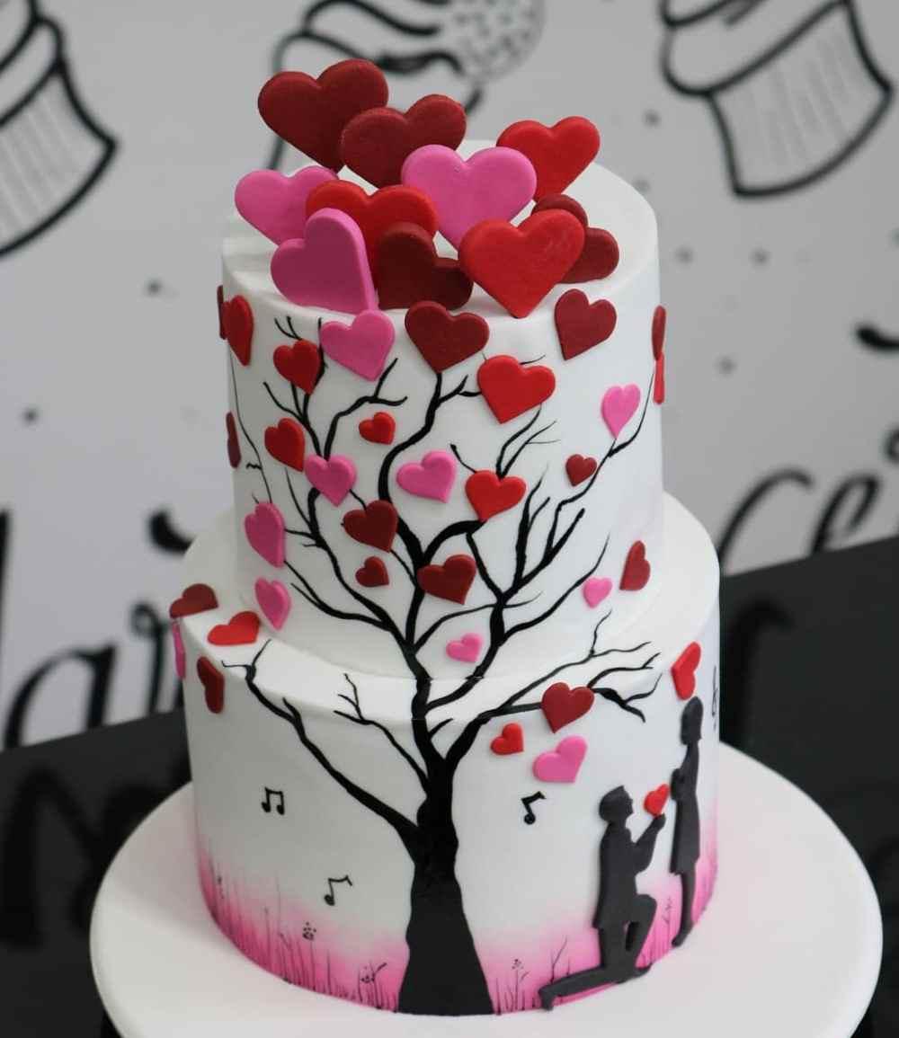 bolo de noivado com arvore de corações