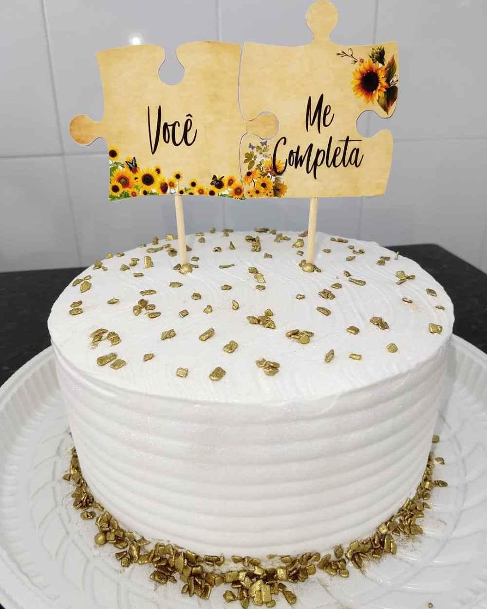 bolo de noivado branco com dourado