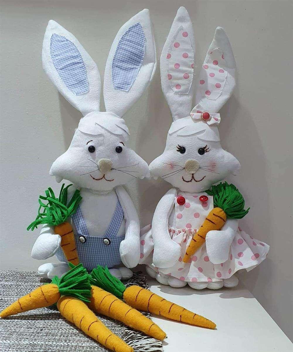 O casal de coelhos ficam muito bem na decoração de casa