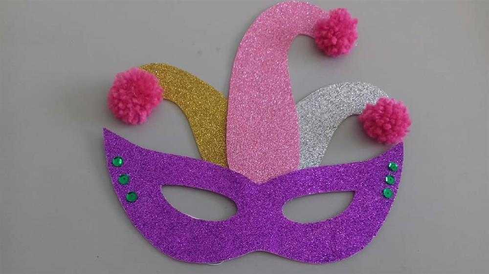 mascara bobo da corte decorada