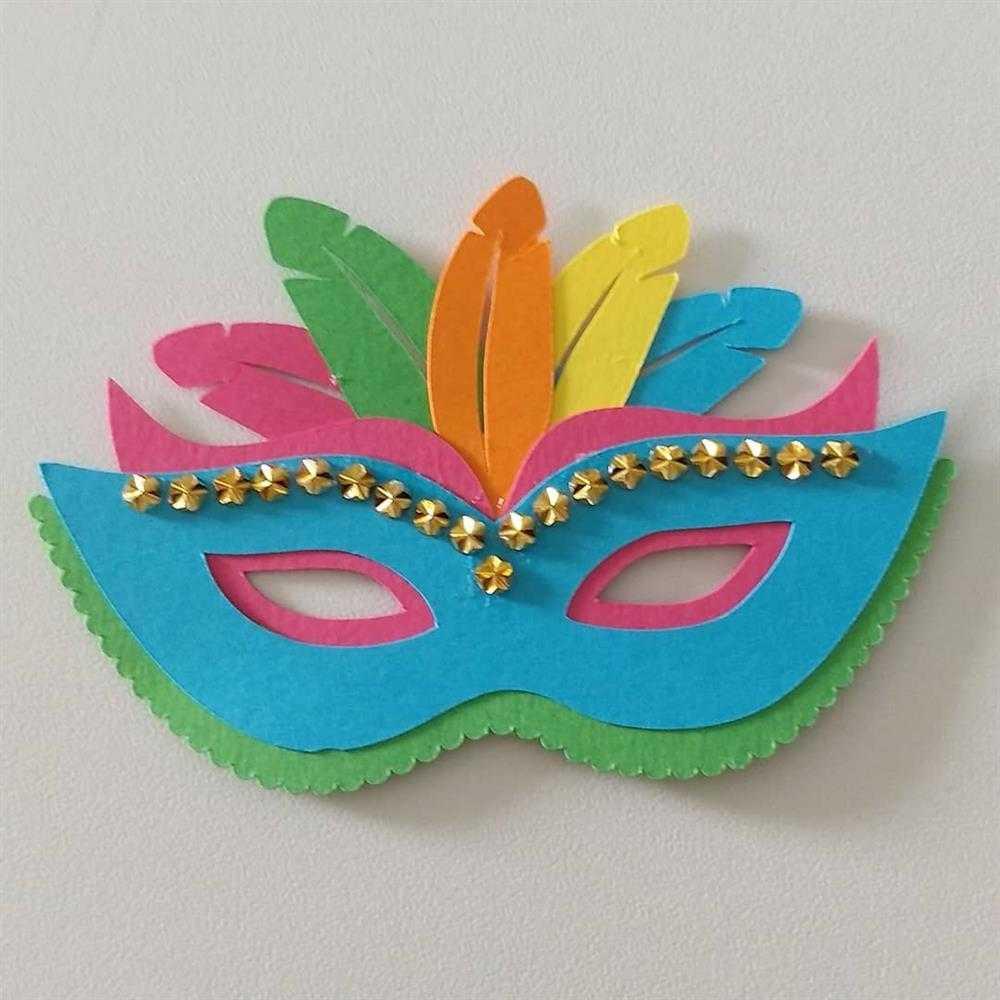 mascara colorida com detalhe dourado