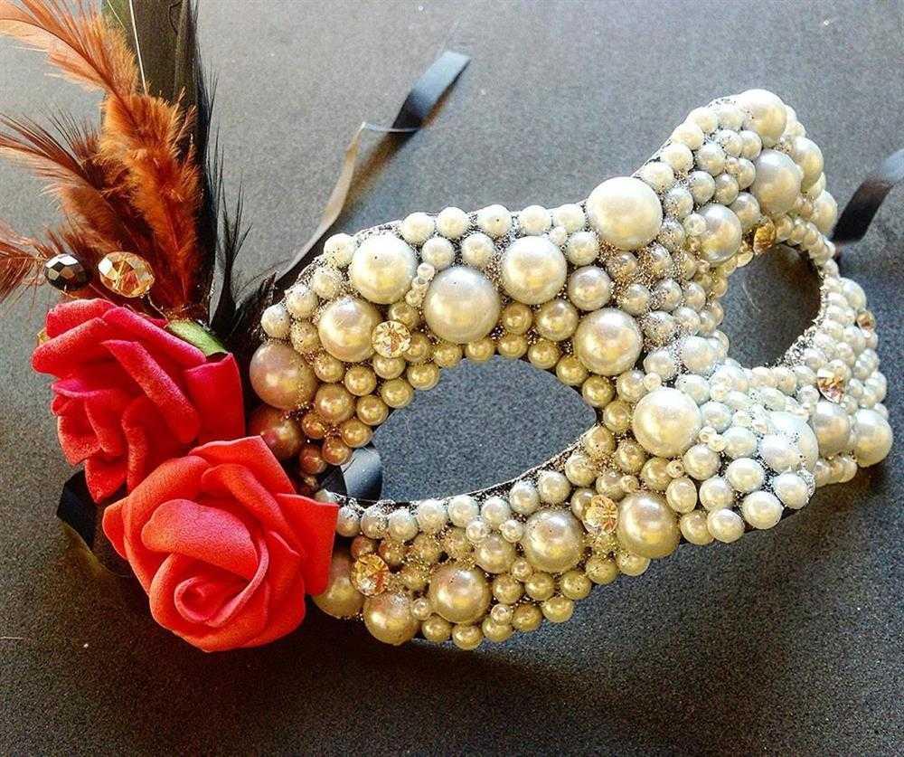 mascaras decoradas com perolas