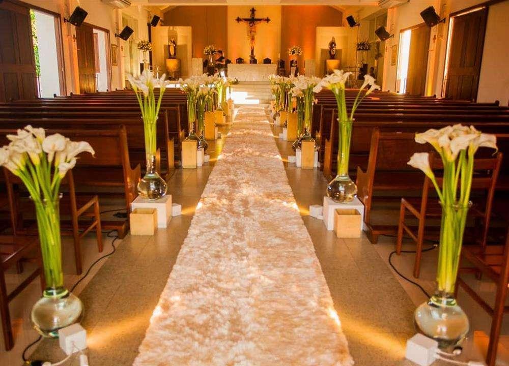 decoração de casamento com flores altas