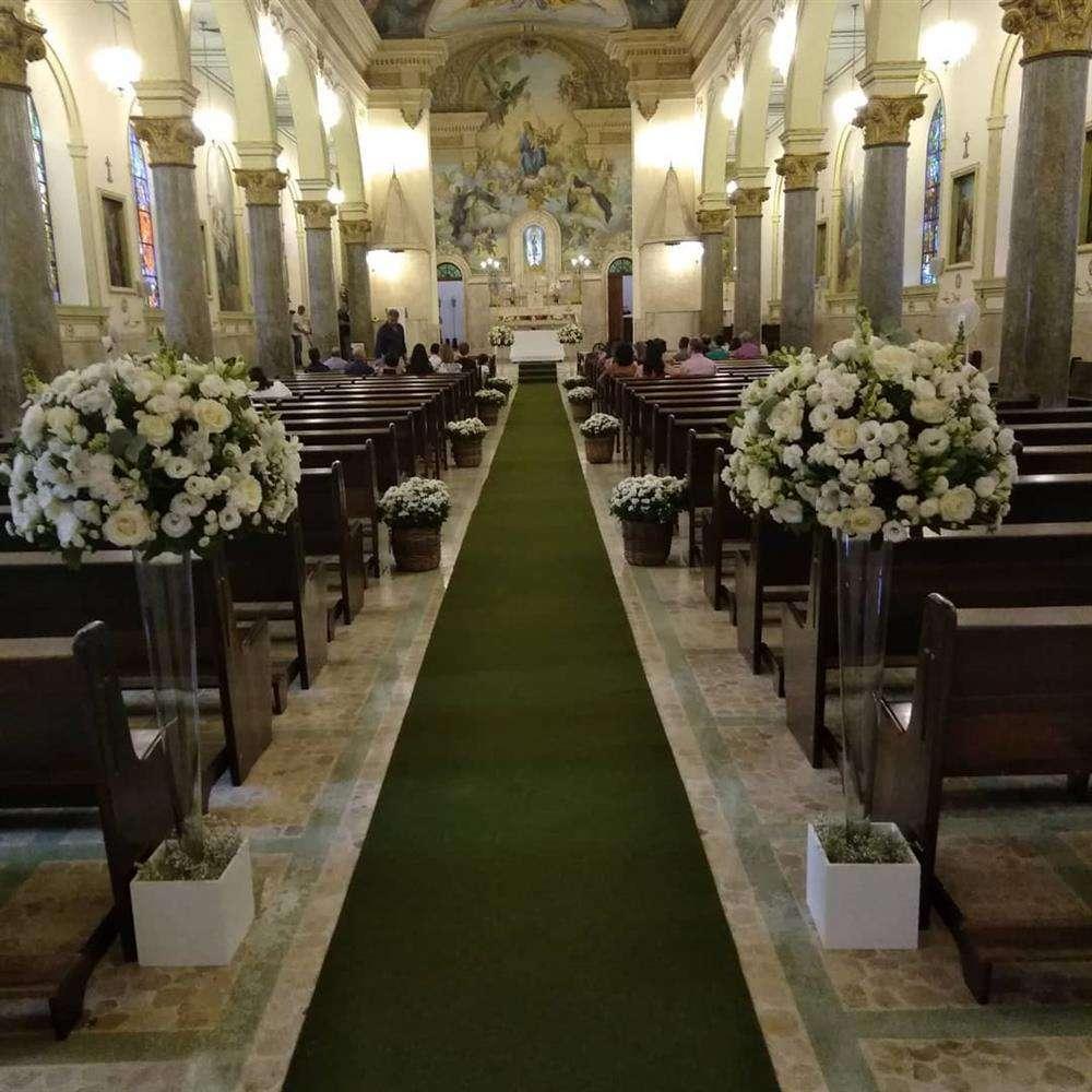 corredor da igreja para casamento