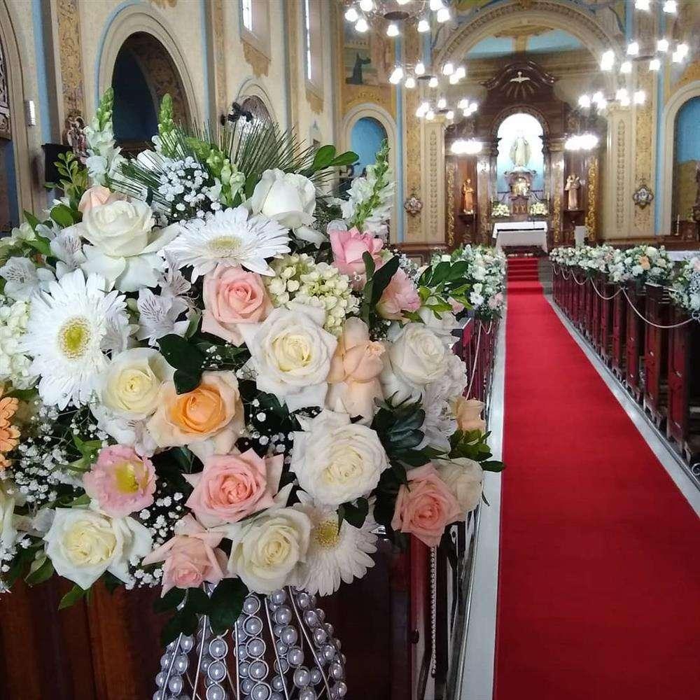 decoração de casamento com flores coloridas