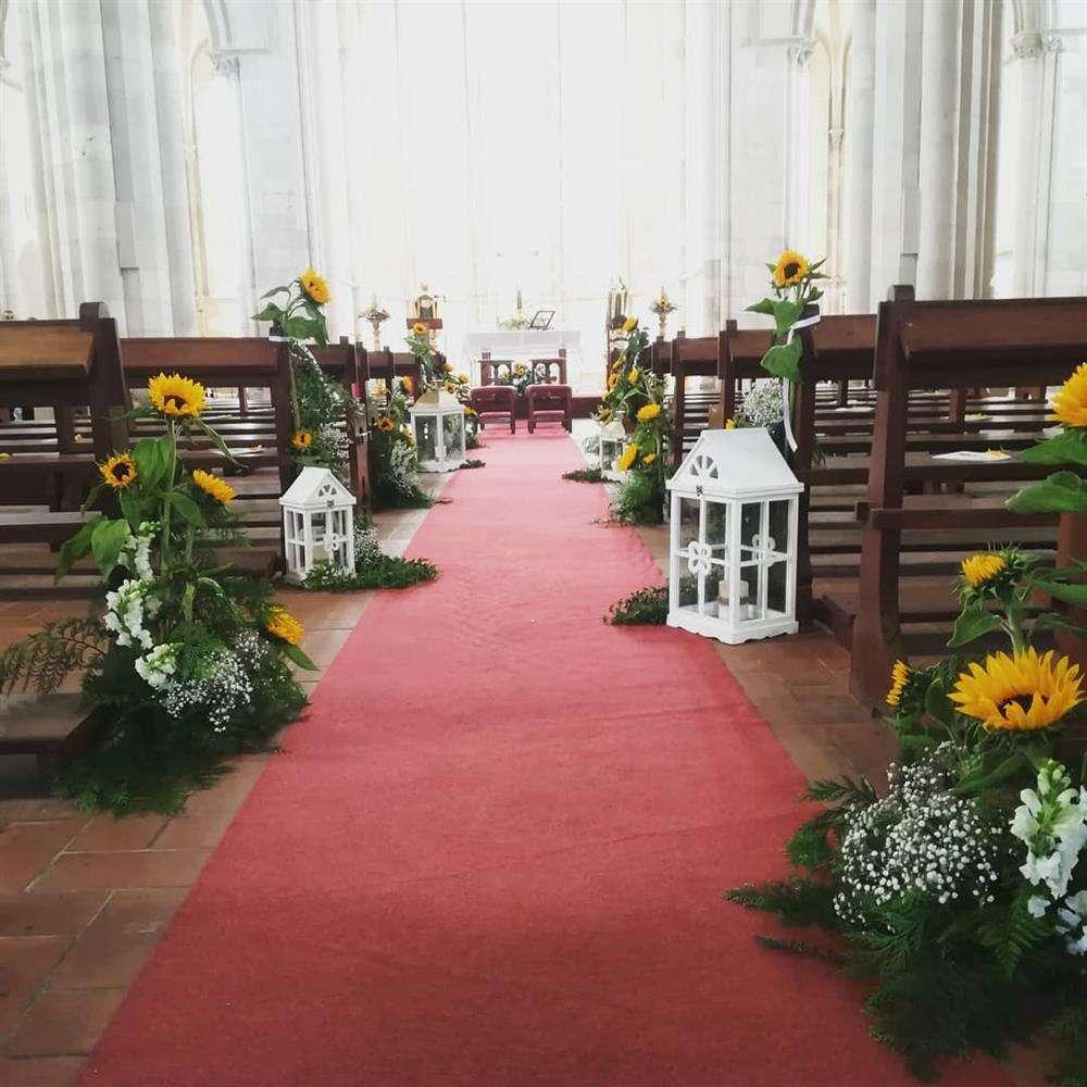 decoração para igreja com girassol