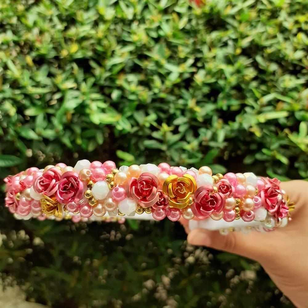 tiara de perolas com flores