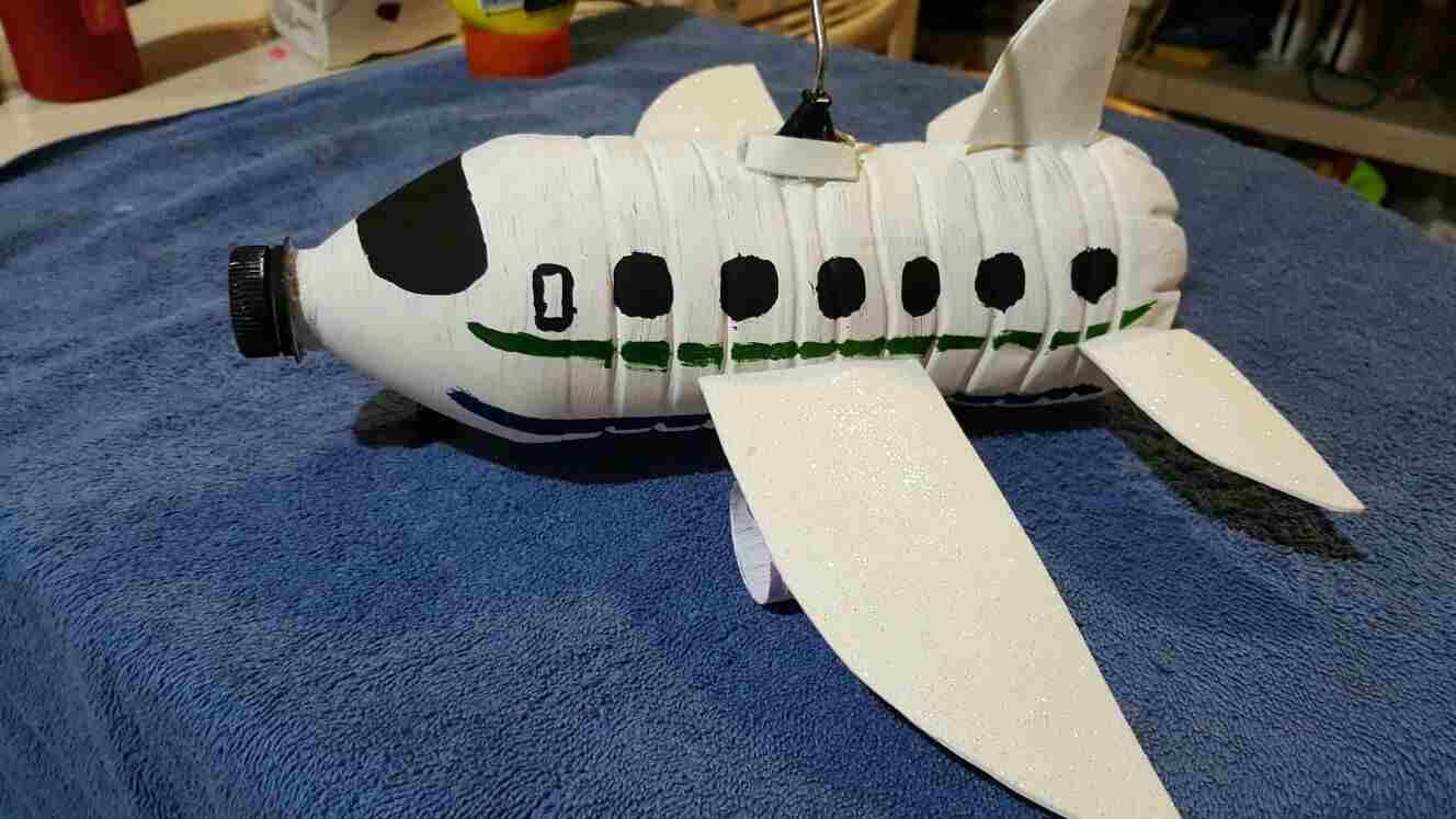 avião reciclavel