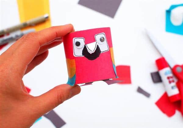 brinquedo com rolo de papel