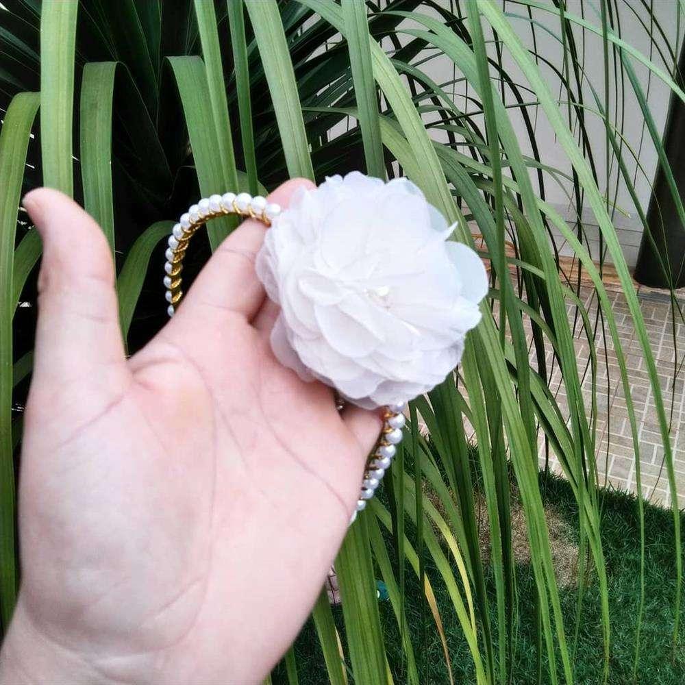 tiara com perola e flor