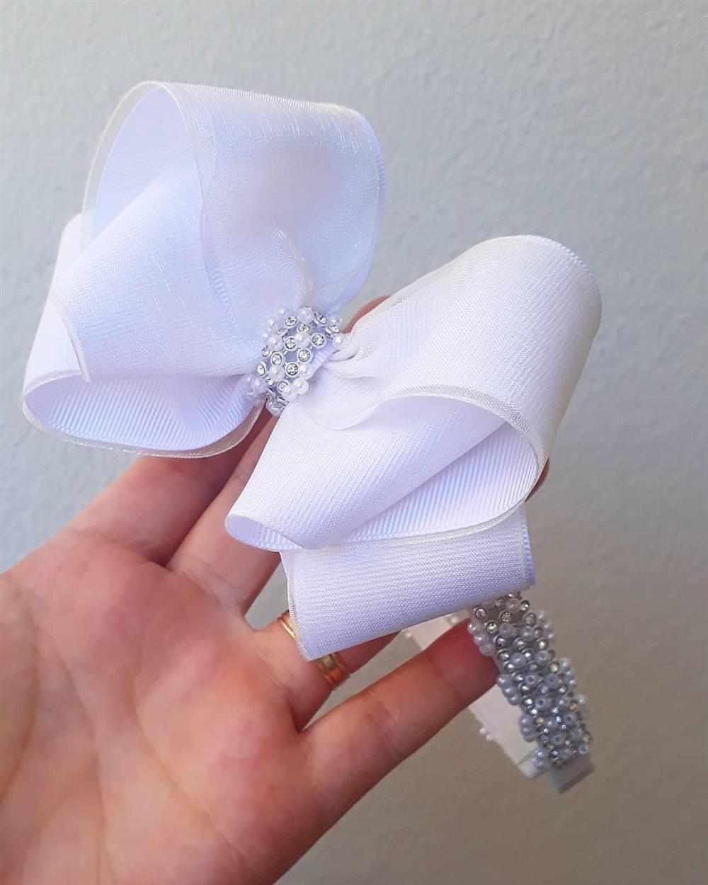 tiara branca de laço