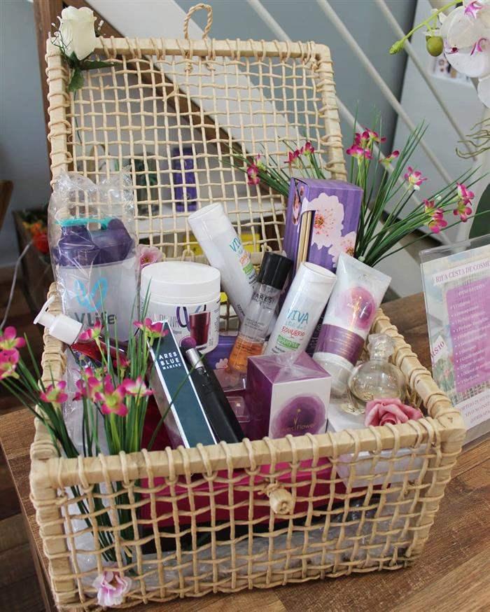 cesta de cosméticos