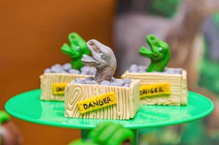 doce decorado dinossauro
