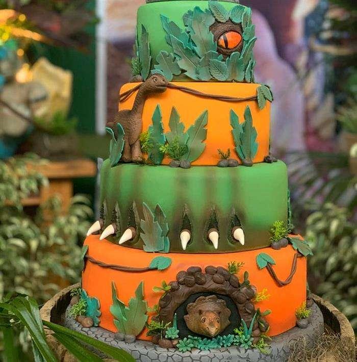 bolo personalizado dinossauro