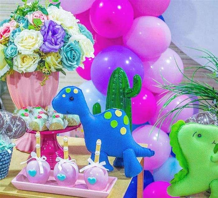 decoração dinossauro rosa