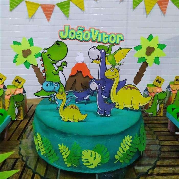 bolo decorado com dinossauros