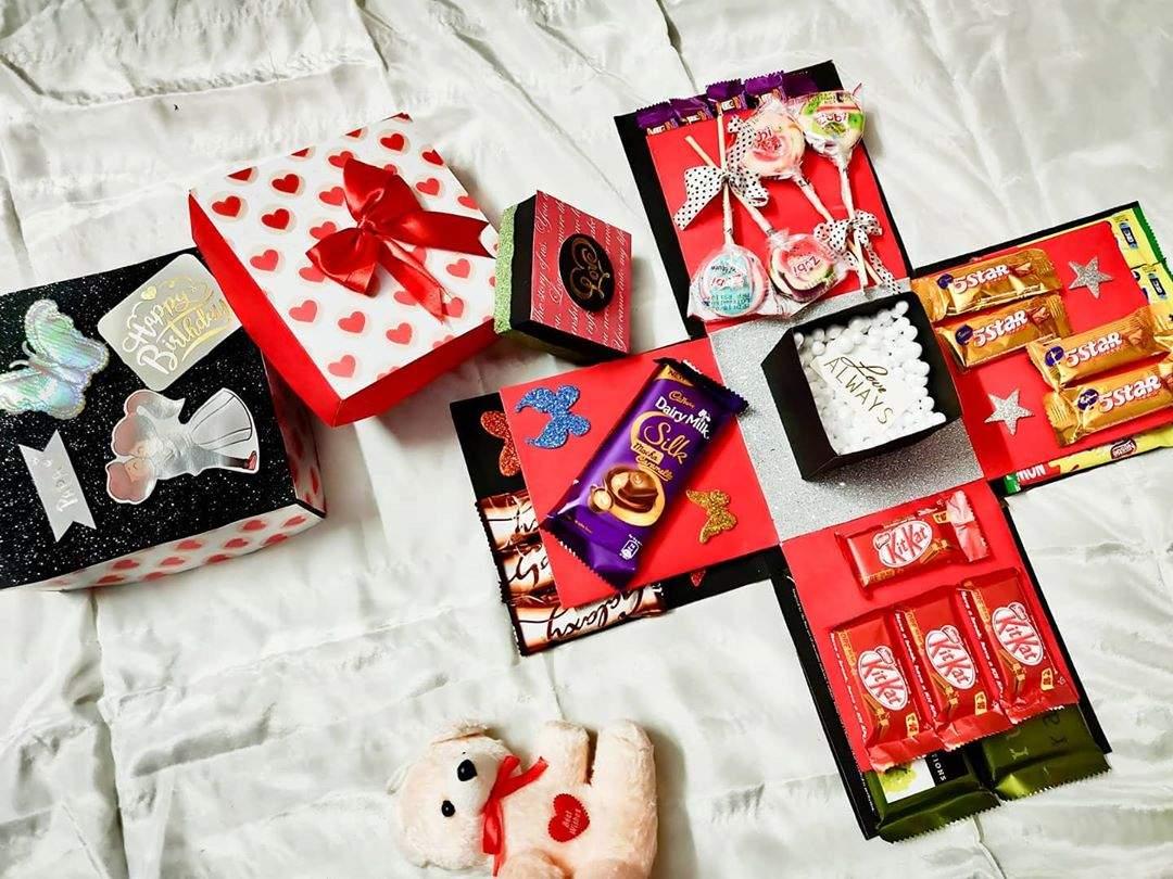 caixa explosão com chocolates