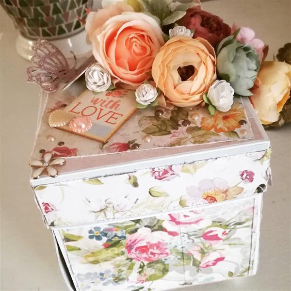caixa explosão com flores