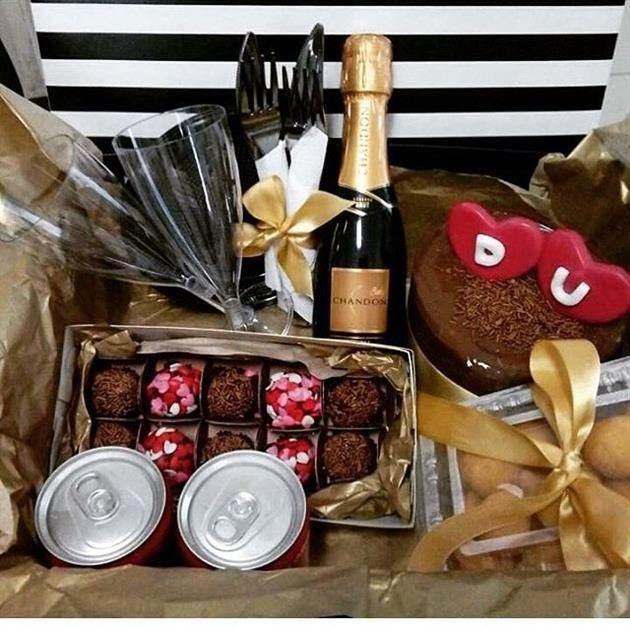 festa na caixa com champagne