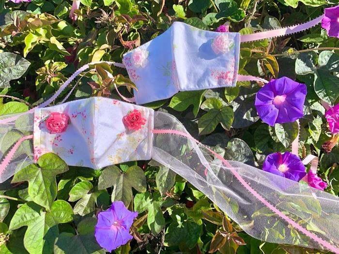mascara decorada com flores