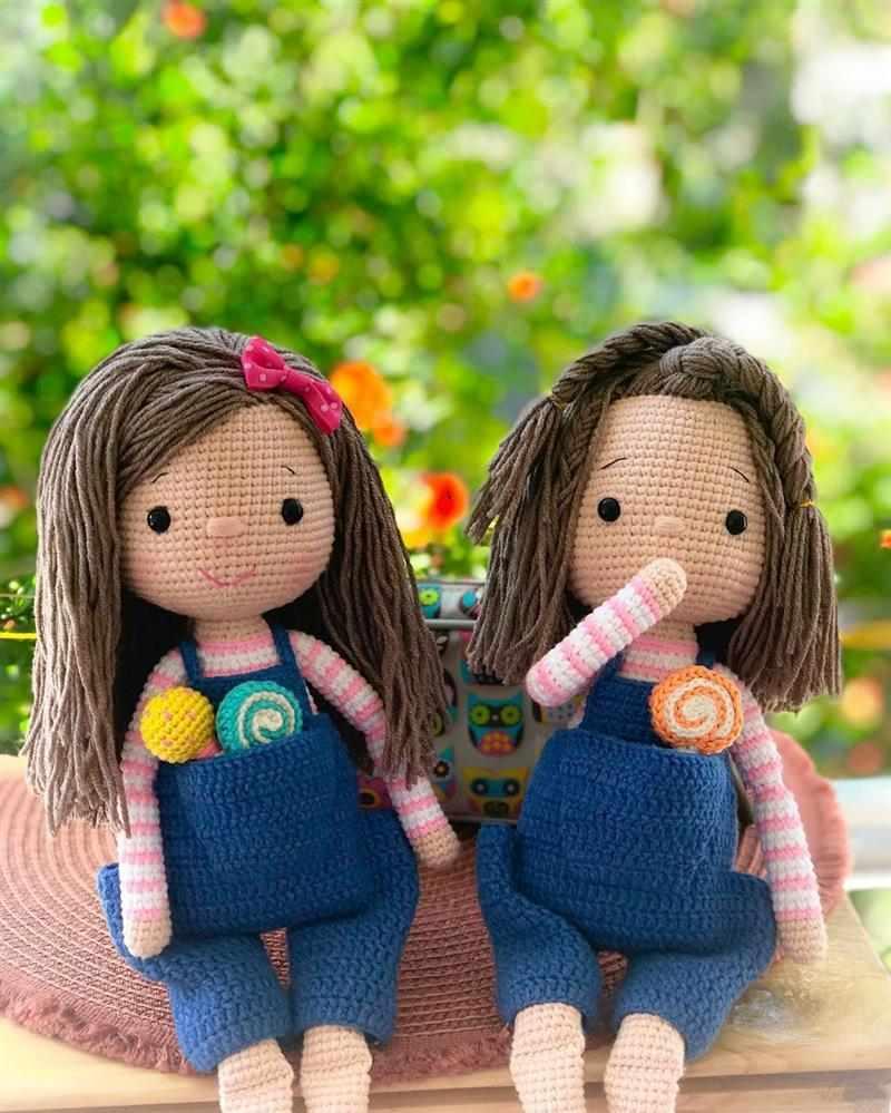 bonecas amigurumi com pirulito de croche