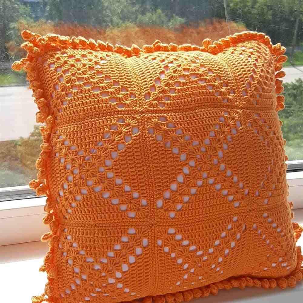almofada laranja com bico simples