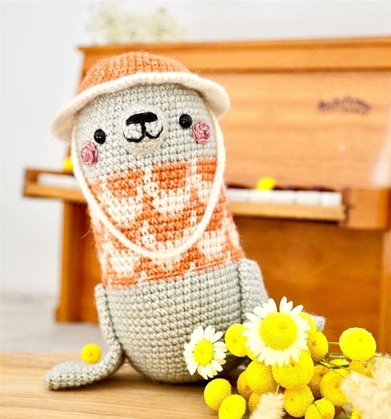 foca de croche com chapeu
