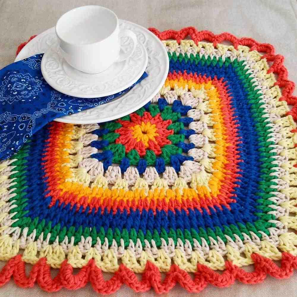 sousplat colorido para mesa de jantar