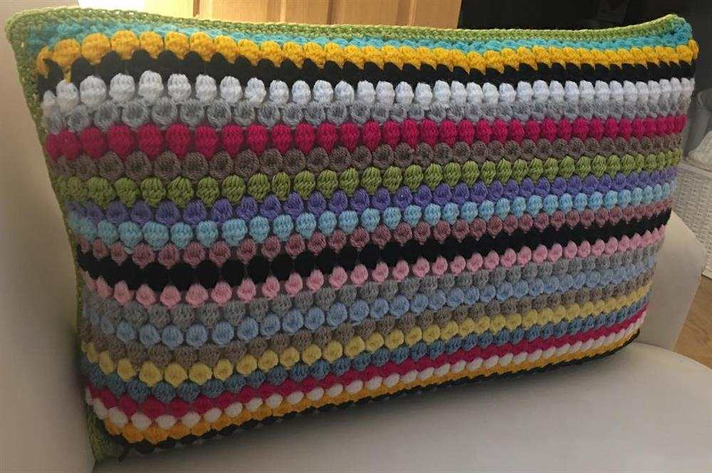 almofada retangular colorida