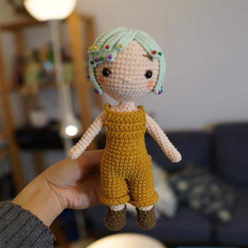 boneca artesanal com macacao