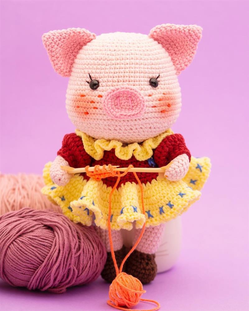 porquinha de croche com vestido